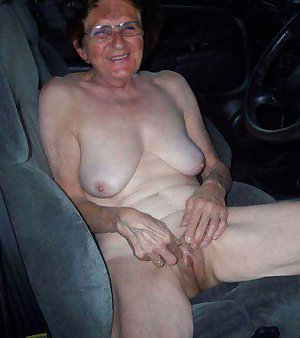 Grandma porn showing mature older pussy.