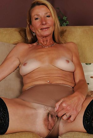Horny Granny lady gets naked and blows cock
