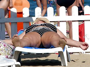 Russians Mature Grannies on the beach! Amateur mix!