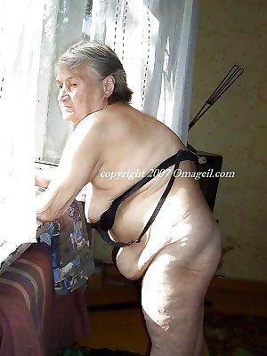 OmaGeil Old amateur grandmas posing at home