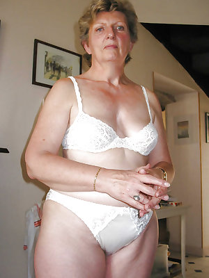 Mature grannies in panties