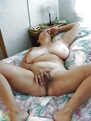 AMATEUR MATURES GRANNIES BBW BIG BOOBS BIG ASS 86