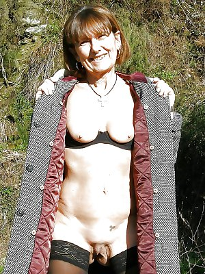 MATURE AND GRANNIES 74