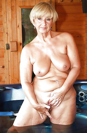 AMATEUR MATURES GRANNIES BBW BIG BOOBS BIG ASS 73