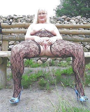 MATURE GRANNY SEXY