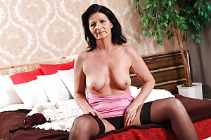 Granny old but still so hot - Granny solo - White granny 3
