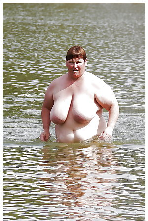 BBW matures and grannies at the beach 193