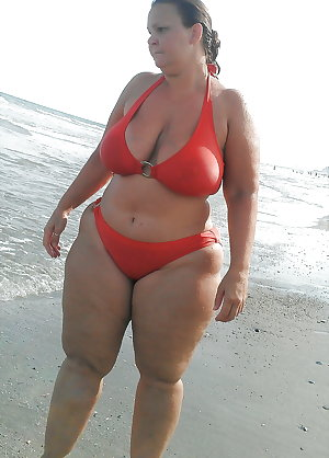 BBW matures and grannies at the beach 304