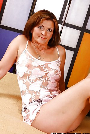 48 year old milf Dorothy from OlderWomanFun