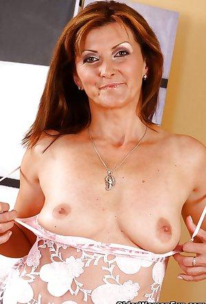 48 year old milf Dorothy from OlderWomanFun
