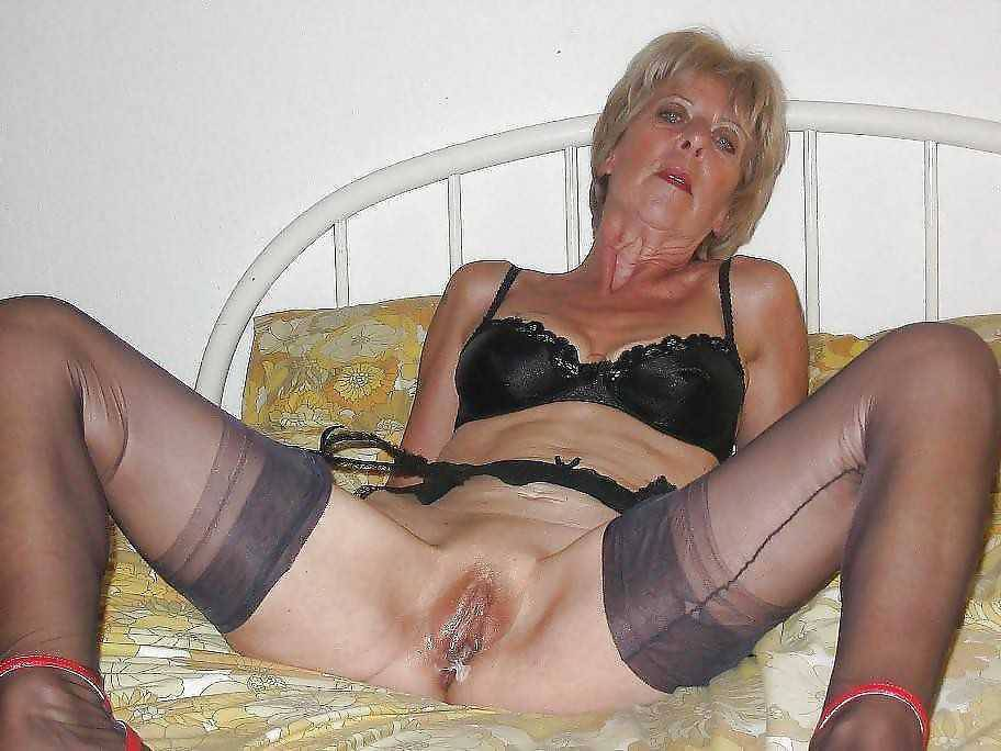 Mature German Granny horny pussy