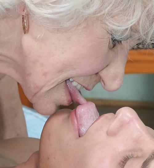 MARYELLEN: Lesbian hairy snatch