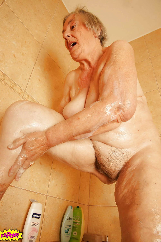 в пенсионерки порно душе фото