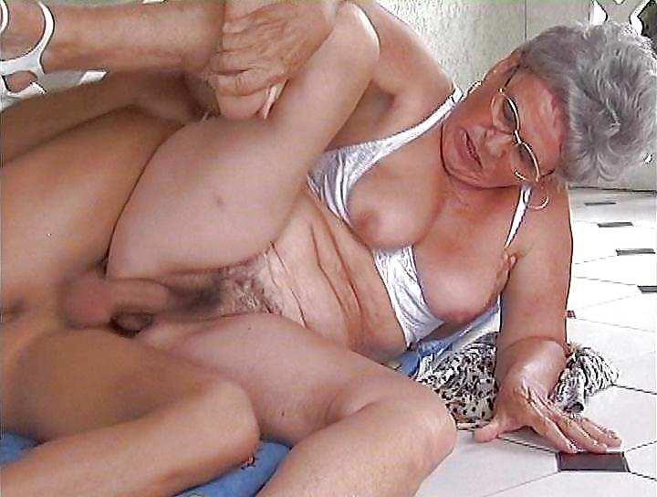 Одноночники бабушки в деревне сперма видео